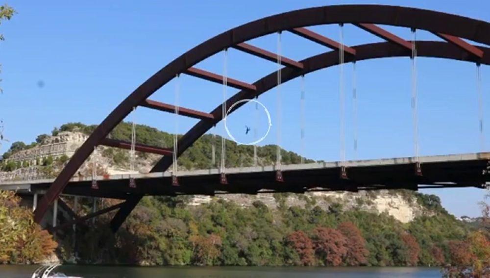 El youtuber Saa Fomba se parte el cráneo saltando desde lo alto de un puente en Texas