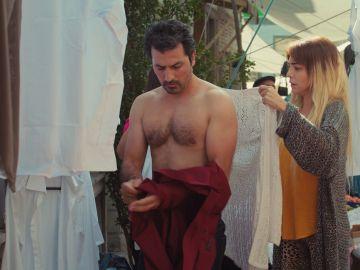 Arif se destapa: su momento sin camisa en 'Mujer' enloquece a sus fans en las redes sociales
