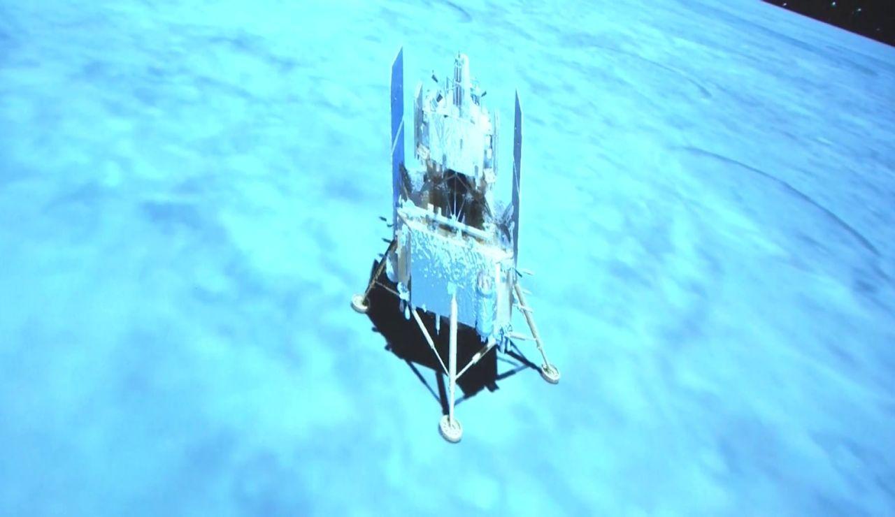 La sonda china Chang´e-5 aterriza con éxito en la Luna.