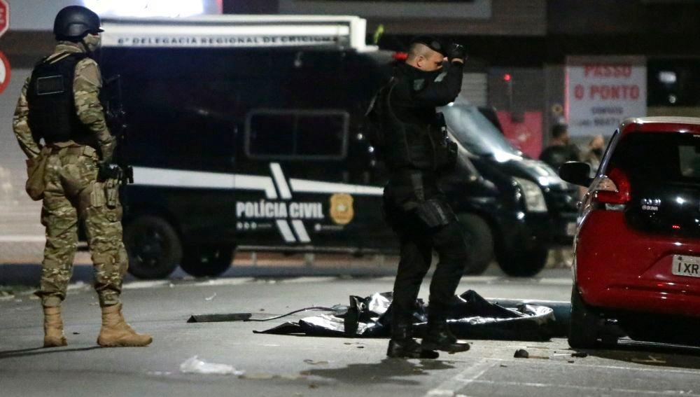 Miembros de la Policía en Criciúma, una ciudad al Sur de Brasil