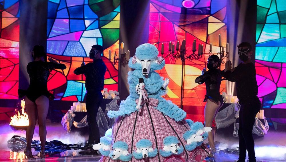 Caniche saca su lado más religioso con 'Like a prayer' de Madonna