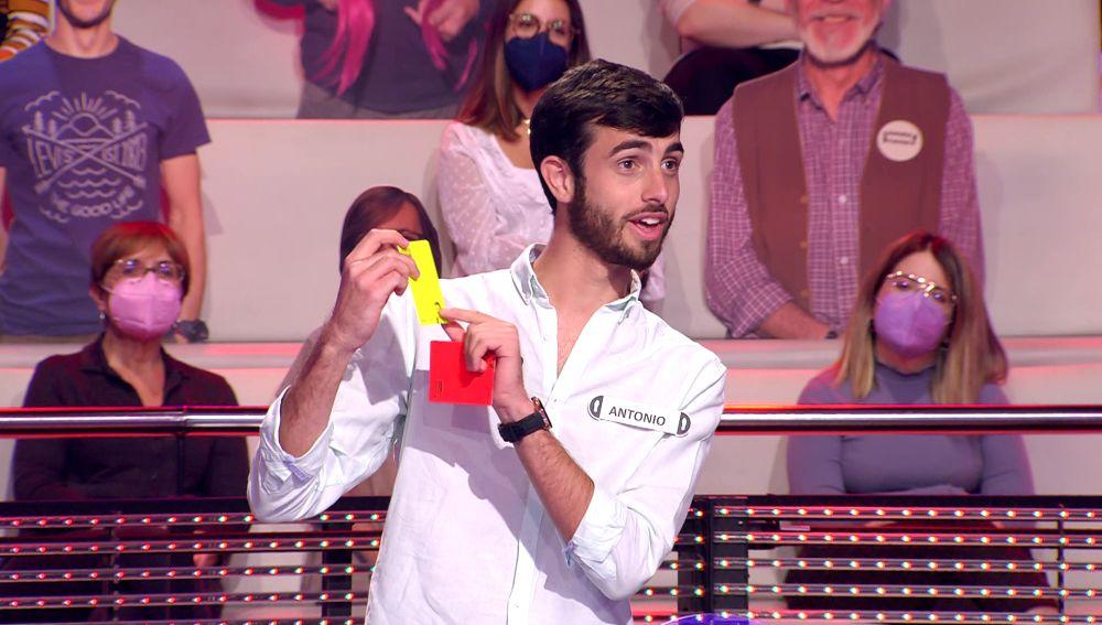 El hilarante motivo por el que Arturo Valls saca la tarjeta roja a un concursante