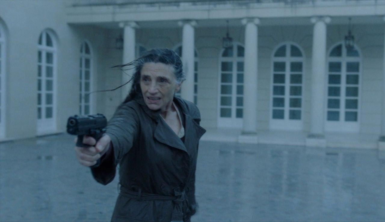 Una abuela de armas tomar: Emilia mata al presidente de España para salvar a Marta