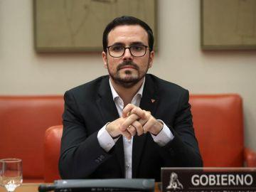 Alberto Garzón estudia ampliar los servicios bucodentales en la sanidad pública