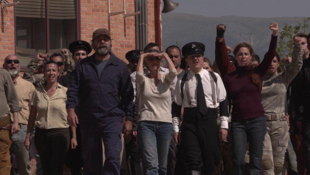 Así se rodó la impresionante revuelta del pueblo en 'La Valla', ¡descubre el making of!