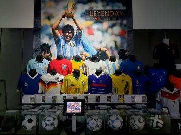 Homenaje a Maradona en un centro comercial de Madrid