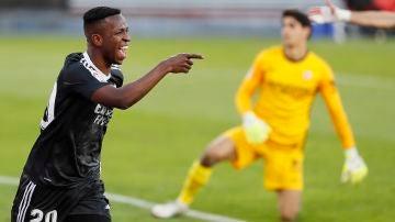 Vinicius celebra el 0-1 en el Sánchez Pizjuán
