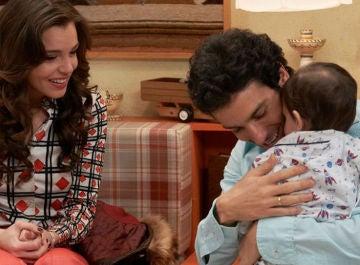 María e Ignacio con Joselito en 'Amar es para siempre'