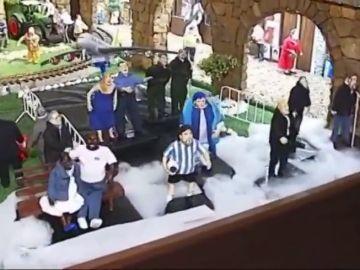El Belén de Valga se pone mascarilla y se codea con el Rey y Maradona