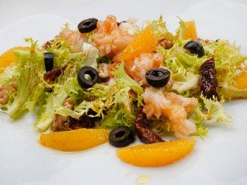 Karlos Arguiñano elabora la receta de ensalada de bacalao y naranjas