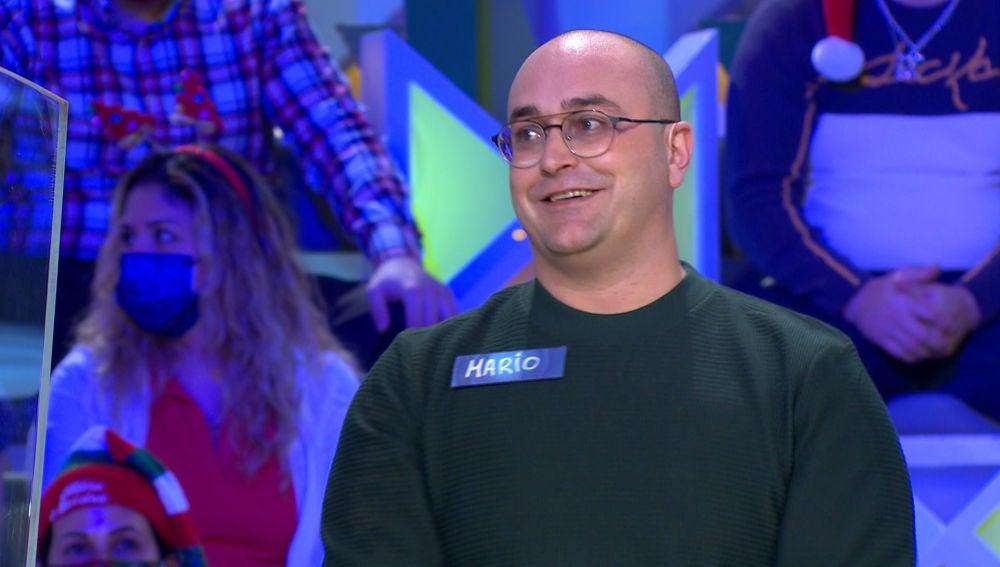 Un concursante de 'La ruleta de la suerte', desconcertado ante el mensaje de un panel