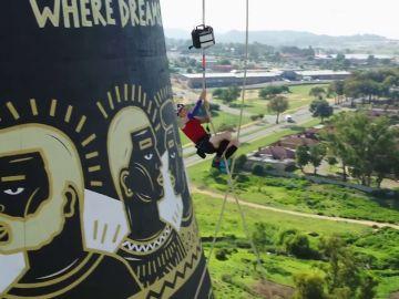 Thomas Van Tonder bate el récord de escalada con cuerda en la torre Soweto de Sudáfrica