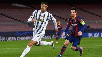 Messi persigue a Cristiano