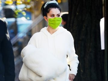 Selena Gomez no olvida su manta para hacer frente al frío