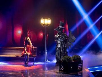 El Cuervo llena de 'Besos' el escenario de 'Mask singer' al ritmo de El Canto del Loco