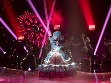 Caniche se convierte en toda una reina del pop con 'Firework' de Katy Perry