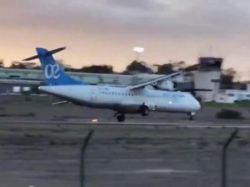 El viento complica el aterrizaje de un avión en Melilla