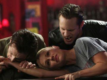 Anna Paquin, Stephen Moyer y Alexander Skarsgård en 'True Blood'