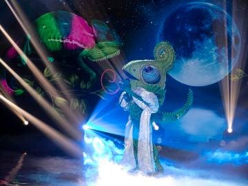 Camaleón pone el lado romántico y folclórico a una noche de infarto con 'Como yo te amo' de Rocío Jurado