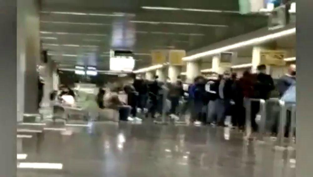 Sindicatos policiales denuncian que siguen los traslados de inmigrantes desde Canarias a otros puntos de la península