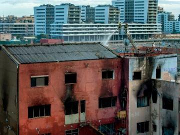 Incendio en la nave okupada de Barcelona