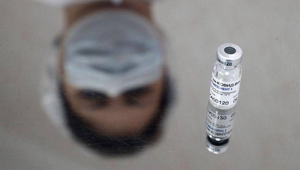 AstraZeneca combinará su vacuna con la rusa Sputnik