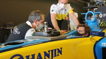Primera imagen de Fernando Alonso a bordo del R25 con el que fue campeón de F1 en 2005