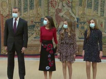Los reyes y sus hijas en la reunión del patronato de la Fundación Princesa de Girona