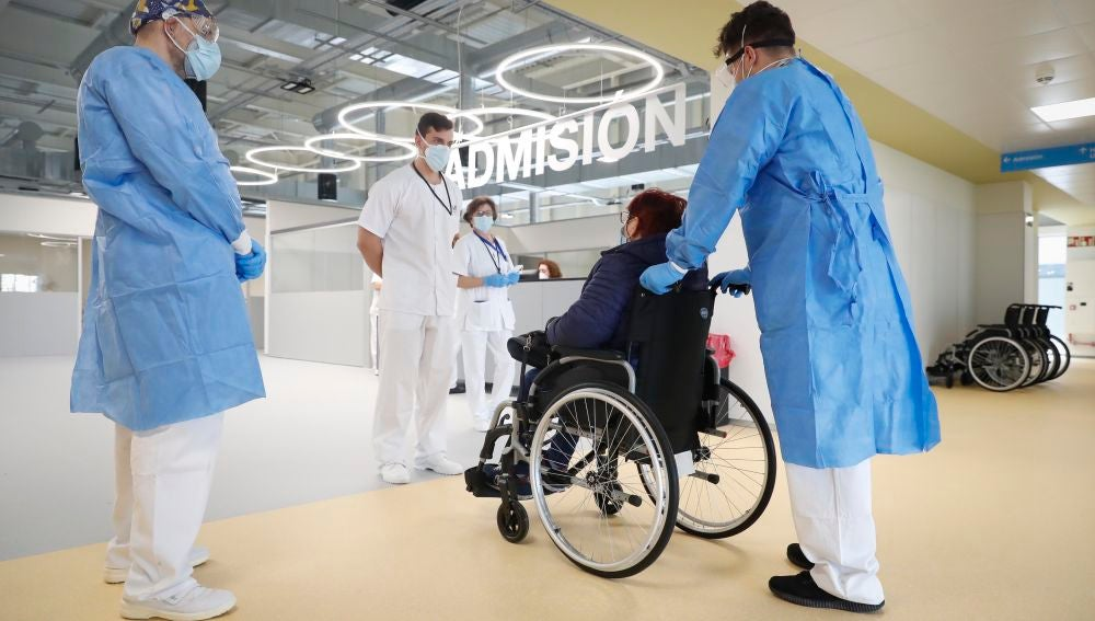 Así ha sido la llegada de los primeros pacientes al hospital Isabel Zendal
