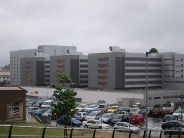 El Hospital Marqués de Valdecilla, donde el bebé continúa en observación