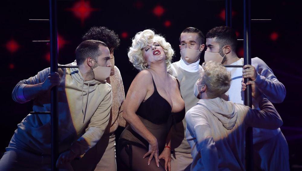 Belinda Washington, pura sensualidad como Marilyn Monroe cantando 'My heart belongs to daddy'
