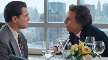 Matthew McConaughey y Leonardo DiCaprio en 'El Lobo de Wall Street'