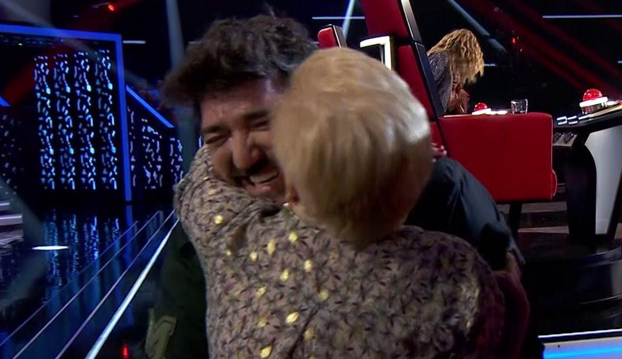 La madre de una talent, de 84 años, estalla de felicidad al conocer a Antonio Orozco en 'La Voz Senior'
