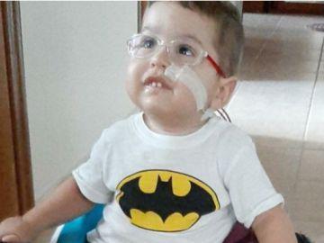 Mert Adrián, el niño con atrofia muscular