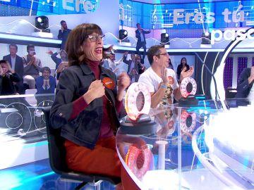 Una valiente Juana Cordero se atreve a entonar 'Eres tú' para conseguir cinco segundos en 'La Pista'