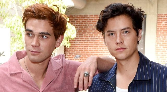 KJ Apa y Cole Sprouse