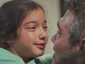 Avance de 'Mujer': ¿Se resistirá a contar a Bahar que ha visto a su padre? Nisan, ante el abrazo a Sarp que lo cambia todo
