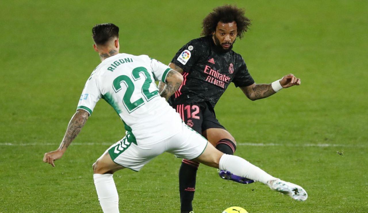 El Madrid y el Elche luchan por el partido