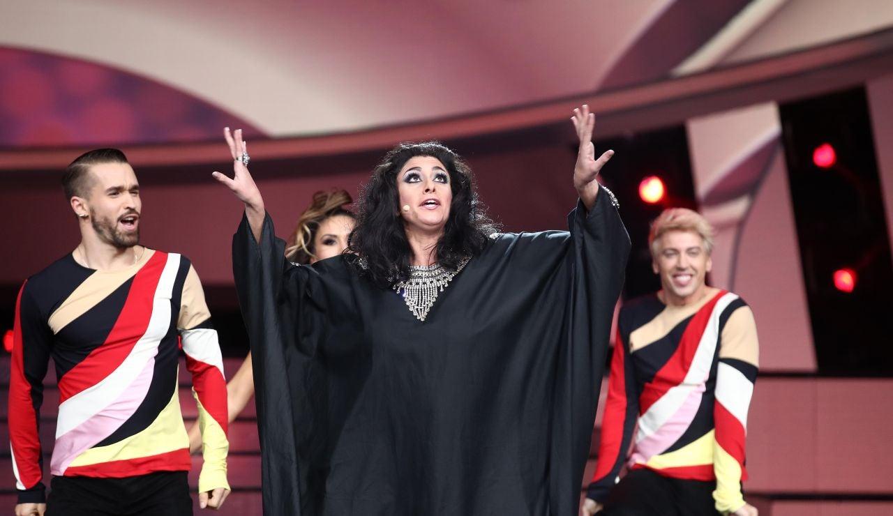 María Peláe se transforma en Amina para cantar 'Diki, diki'