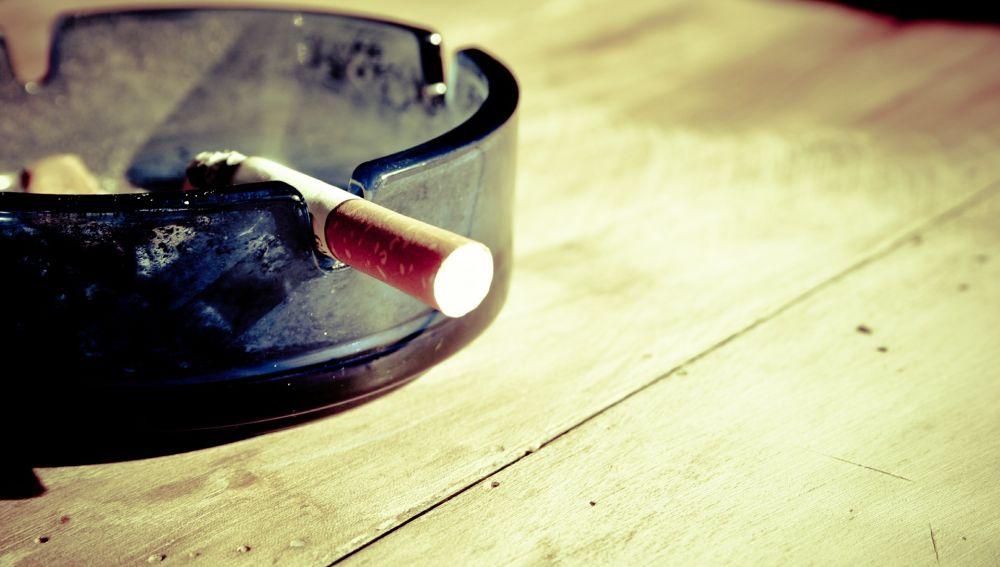 Efemérides hoy 1 de enero: Tal día como hoy se aprueba la Ley Antitabaco
