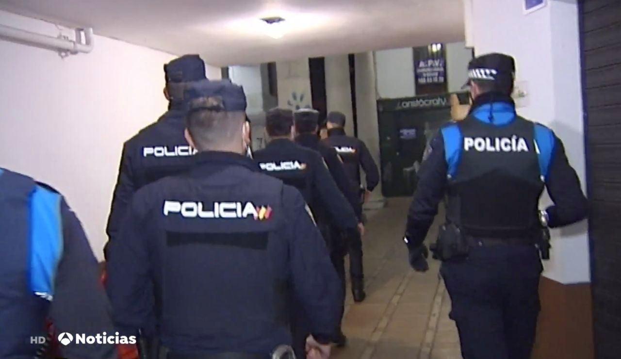 Antena 3 Noticias testigo de las fiestas ilegales intervenidas por la policía durante el toque de queda por coronavirus