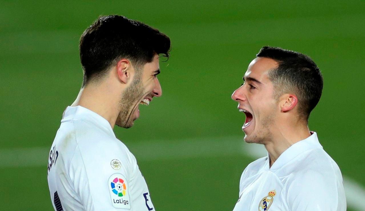 Asensio y Lucas celebran un gol del Real Madrid
