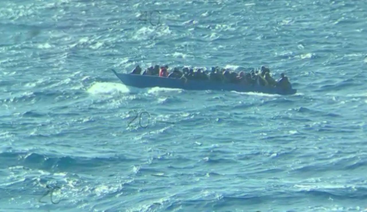 Segundo rescate del 'Open Arms' en 48 horas de una barcaza a la deriva con 96 personas en el Mediterráneo