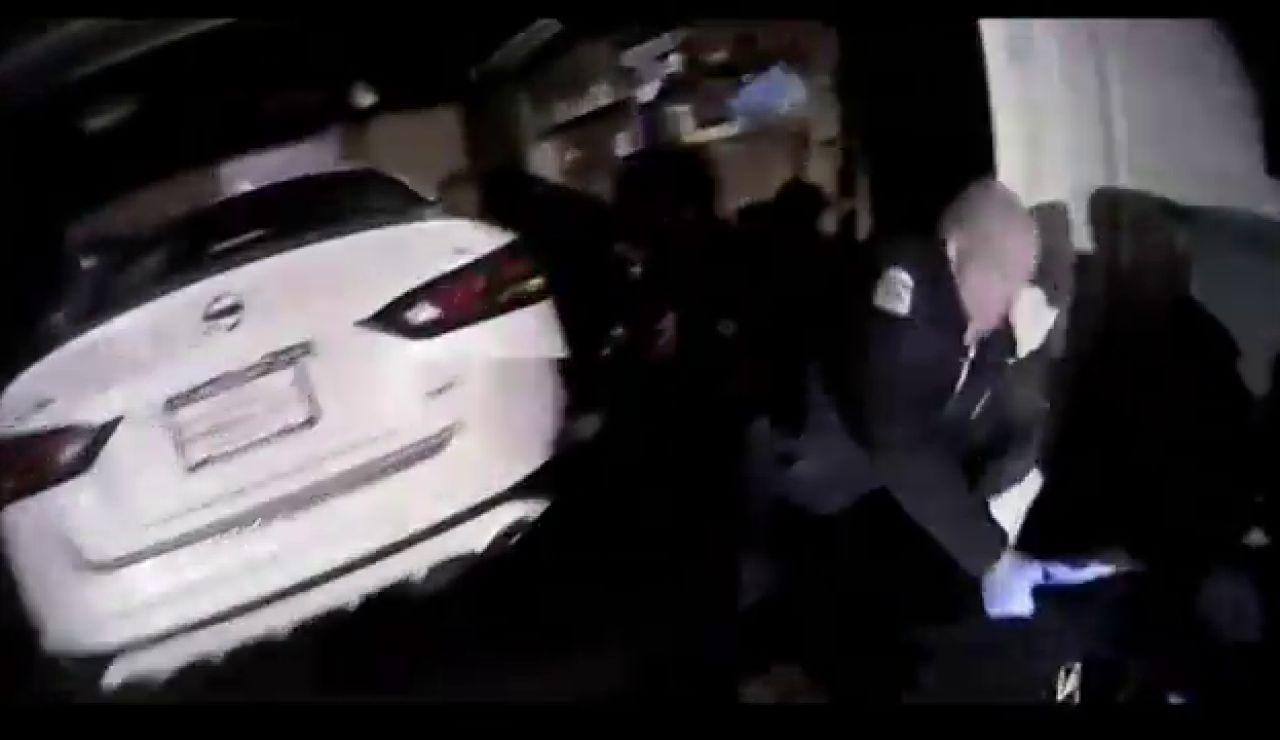 La policía abate a tiros a un afroamericano mientras daba el aguinaldo a sus amigos en Estados Unidos