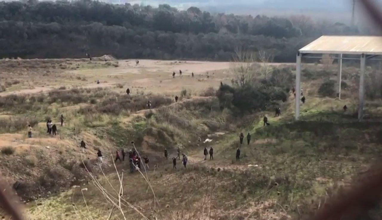 Los Mossos comienzan a desalojar la 'rave' ilegal de Llinars del Vallès, activa desde Nochevieja