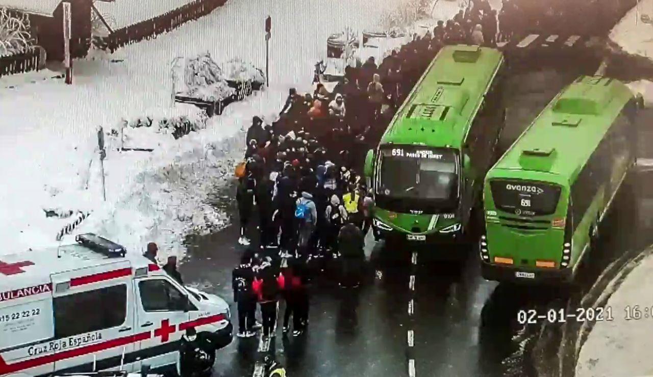 El 112 atiende a 150 personas por hipotermia tras esperar al autobús a 10 grados bajo cero en Cotos