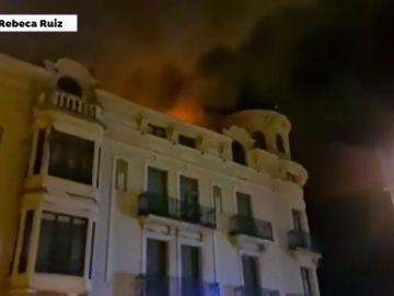 Un incendio calcina un emblemático edificio modernista en Jaca, Huesca