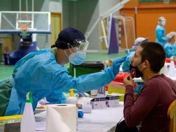 Tres comunidades endurecerán las medidas contra el coronavirus tras el aumento de la incidencia de la enfermedad.