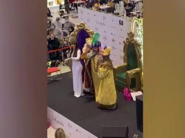 Desalojado un centro comercial en Marbella para ver a Kiko Rivera y Omar Montes de Reyes Magos