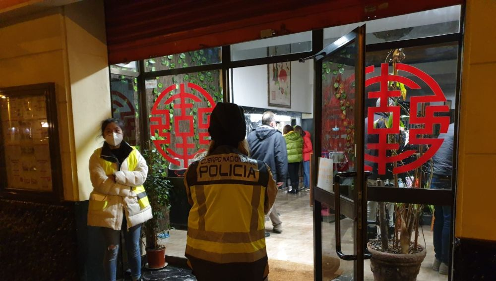 La Policía entra al restaurante donde trabajaba un niño de 9 años